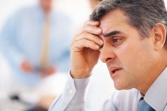 расстроенный мужчина
