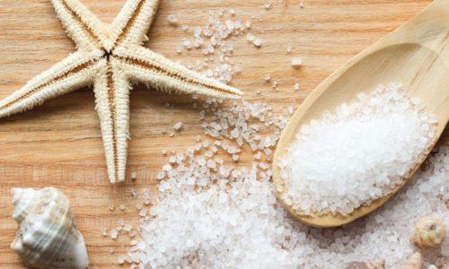 Рекомендуется регулярно проводить ванночки с добавлением морской соли