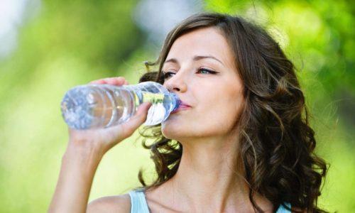 Употреблять в сутки как минимум два литра жидкости для профилактики цистита