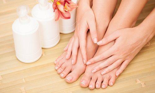 При неправильном подходе к гигиене ног, чаще всего происходит врастание ногтевой пластины в эпителий пальца или ногтевого валика