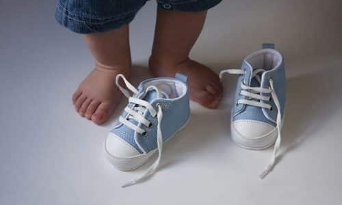 Ношение не качественной (искусственной), узкой обуви иногда становится причиной развития грибка