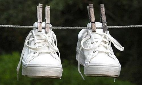 В ходе обработки обуви, ее можно поместить в пакет, плотно закрыть и оставить на 3 – 4 часа, после чего проветрить, просушить