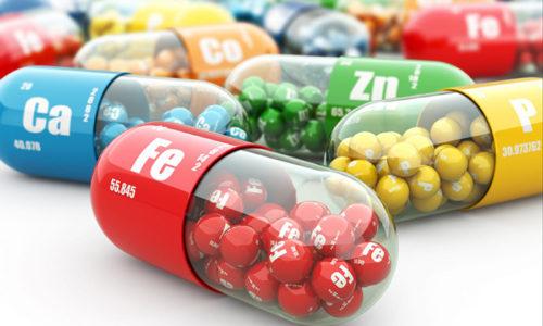 Недостаток отдельных компонентов, витаминов и микроминералов в детском организме могут спровоцировать сбой в работе, а соответственно и стать причиной неровности краёв ногтевой пластины, врезания её в эпителий