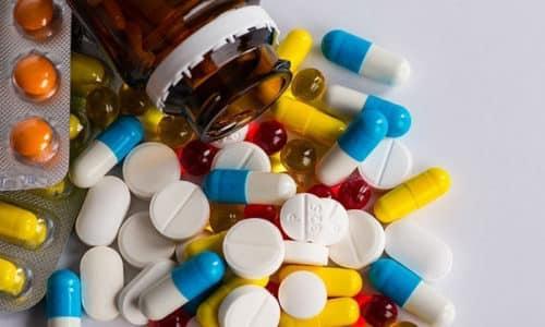 Если грибковая инфекция проникла глубоко в ноготь, требуется комплексное лечение с приемом противомикотических препаратов внутрь