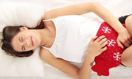 Геморрагический цистит характеризуется воспалением слизистой поверхности мочевого пузыря, при этом процесс мочеиспускания происходит с выделением крови