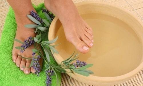 Борьба с онихомикозом подразумевает использование ванночек на основе уксуса
