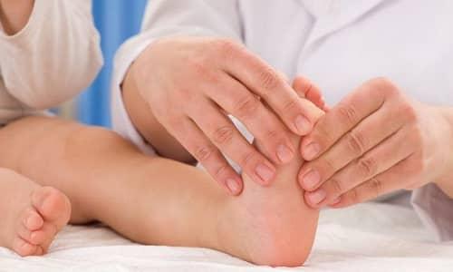 Только квалифицированный врач сможет правильно подобрать эффективное лечение грибка в соответствии с особенностями детского организма